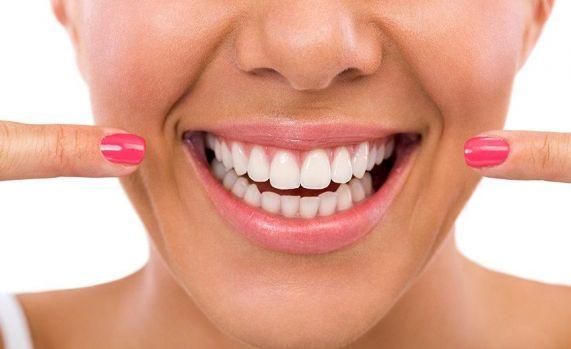 Cat costa implantul dentar? Care este cel mai bun sistem?