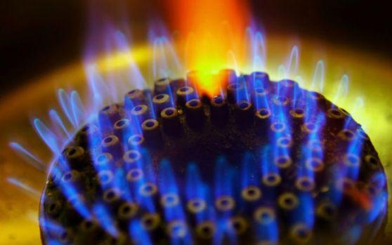 Se scumpesc gazele și curentul – Raport ANRE