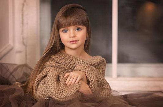 Cea mai frumoasă fetiță din lume are numai 6 ani și trăsături de păpușă! Galerie foto