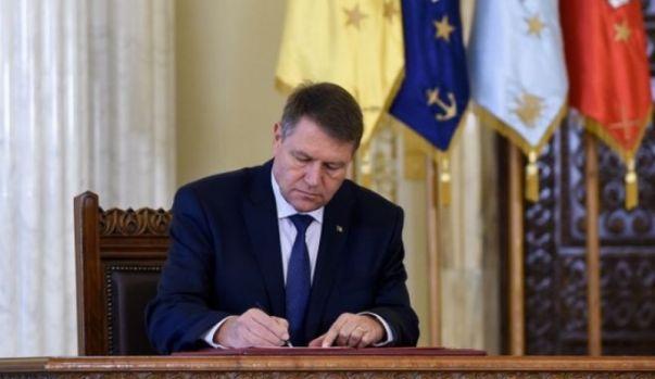 Klaus Iohannis a promulgat bugetul pe 2018 dar avertizeaza Guvernul