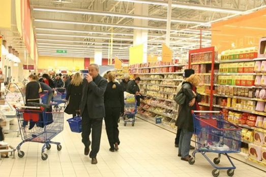 Consiliul Concurenței a sancționat cu amenzi de milioane de euro pentru Auchan, Carrefour şi Cora! S-au înţeles să crească artificial preţurile