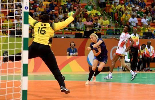CM de handbal feminin. România – Angola 27-24 (14-14) / Cu chiu cu vai în fața africancelor