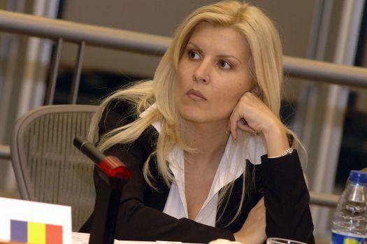Elena Udrea trece la fapte: Fostul ministru numește doi jurnaliști care scriu la comanda lui Coldea