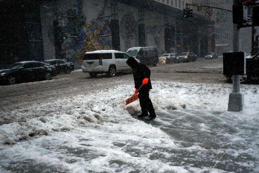 Iarna face ravagii în SUA: Nord-estul Statelor Unite este paralizat de ger! 18 persoane au murit