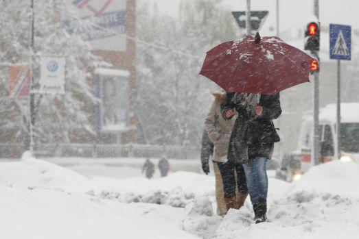 Gata cu distracția! Prognoza meteo pentru weekend anunță vânt puternic, frig și ninsori
