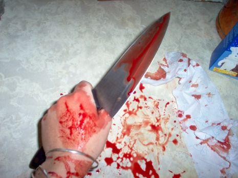 Răzbunare sângeroasă a unei moldovence care și-a prins soțul cu două femei în pat