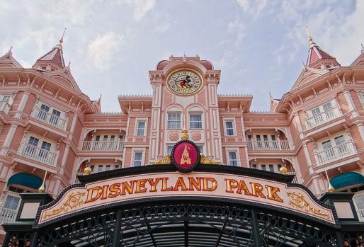 Nu e amuzant să lucrezi la Disneyland! Reguli dure pentru angajații parcurilor de distracție