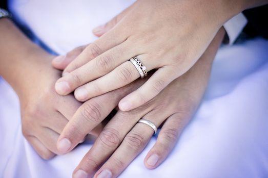 Un primar cunoscut și-a căsătorit, în secret, fosta nevasta cu actualul iubit