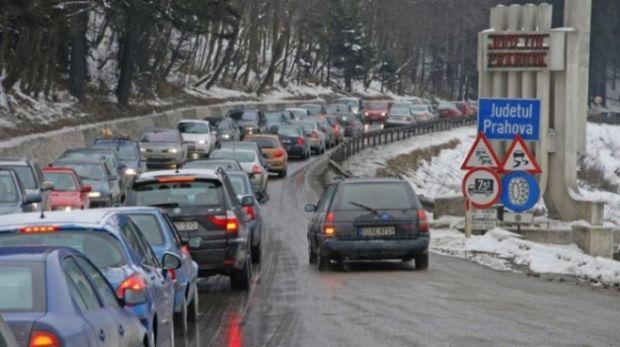 Trafic de coșmar pe Valea Prahovei! Se circulă în coloană pe DN1