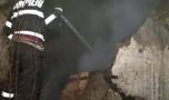 Tragedie în Capitală: Și-a dat foc la casă! Rudele s-au aruncat de la etaj c…