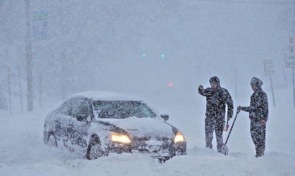 Iarna iar bate la ușă! Cod galben de ninsori abundente şi vânt puternic. Zonele vizate