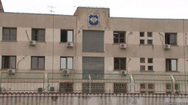 Directorul adjunct al Spitalului Penitenciar Rahova şi alţi 22 de angajaţi ridicați de mascați! Opt dintre aceștia au fost reținuți