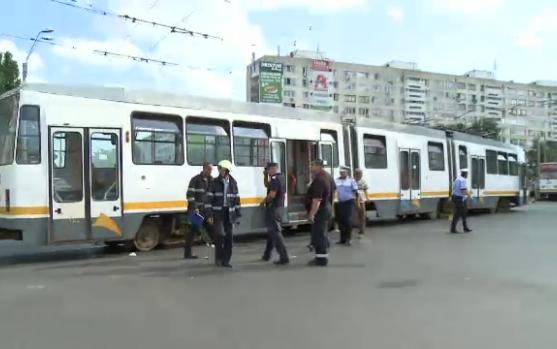 București: O femeie a murit după ce a fost călcată de tramvai