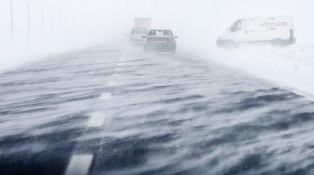 România sub asediul gerului și viscolului! Meteorologii vor prelungi avertizările de vreme rea