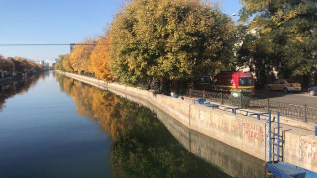 București: Un bărbat a fost scos de scafandri din râul Dâmbovița și dus la spital