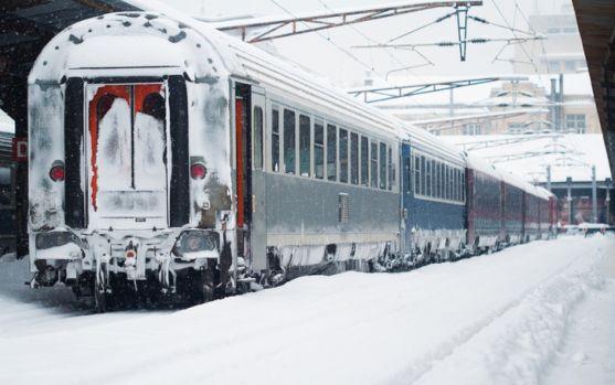 Traficul aerian și feroviar au parte de încercări grele mai ales în Capitală