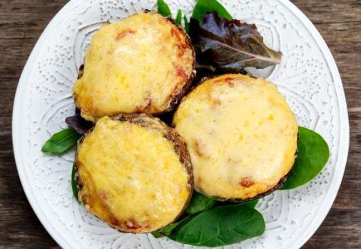 Ciuperci umplute, antreul ideal pentru finalul unui weekend însorit
