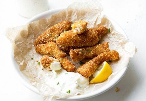 Cum se prepară peştele prăjit în mălai cu mujdei! O rețetă delicioasă fix pentru dezlegare