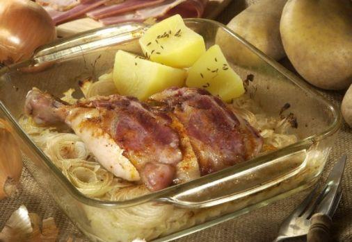 Cum se gătește puiul condimentat pe pat de ceapă! O rețetă culinară delicioasă pentru weekend