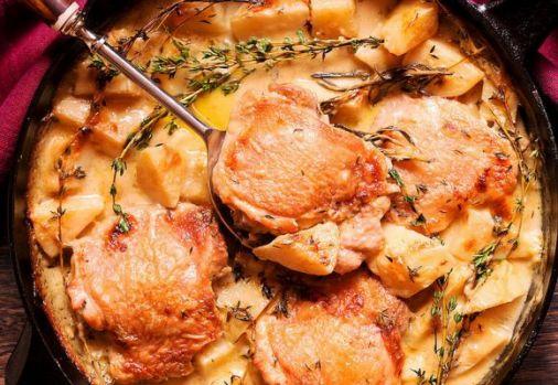 Cum se prepară pulpele de pui cu cartofi în sos de muștar și vin! O rețetă apetisantă