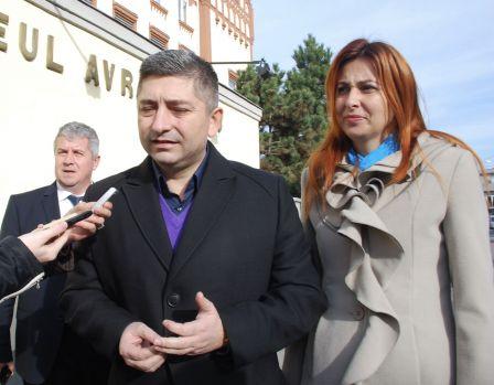 Scandal uriaș între Camelia și Alin Tișe! S-ar fi lăsat cu o agresiune și o gaură de 300 de mii de euro