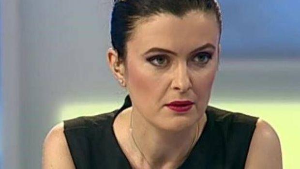 Sorina Matei râde pe seama lui Klaus Iohannis: Stan fără Bran de la Preşedinţie se încurcă el în el pe el. Look at Dorel de la Cotroceni