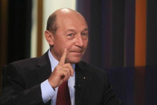 Traian Băsescu revine în forță: Salvați-l pe Daddy! Își rupe hainele de pe el