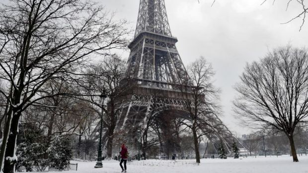 Franța: Turnul Eiffel a fost închis din cauza zăpezii și frigului