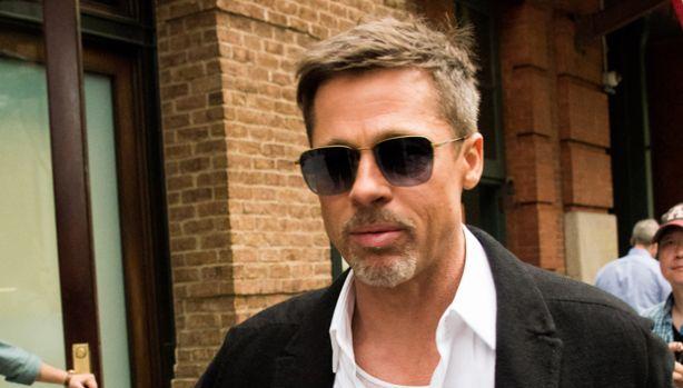 Care Jennifer Aniston? Brad Pitt este fascinat de o profesoară! Foto în articol