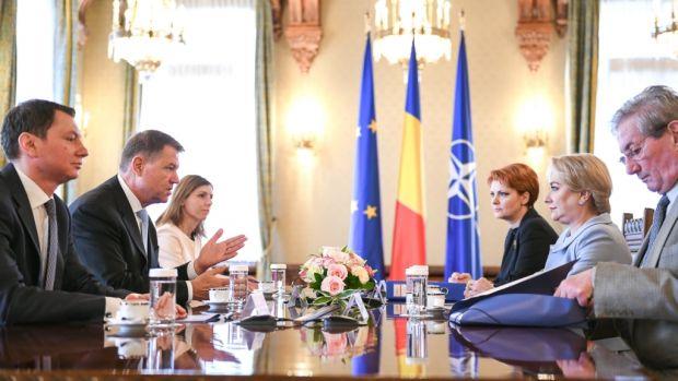 Klaus Iohannis a discutat cu Viorica Dăncilă și Lia Olguța Vasilescu despre situația bugetară și scandalul salariilor