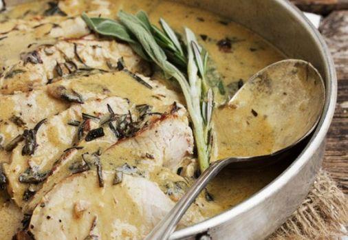 Cum se prepară muşchiulețul de porc cu vin, rozmarin şi salvie! O rețetă culinară deosebită