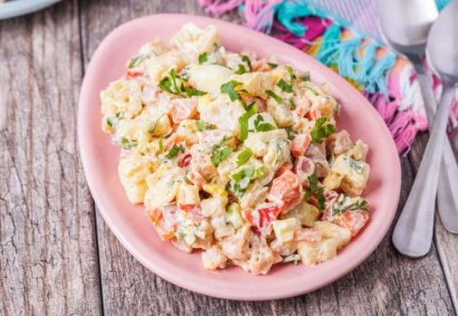 Cum se prepară salata primăvara. O rețetă de sezon rapidă și delicioasă