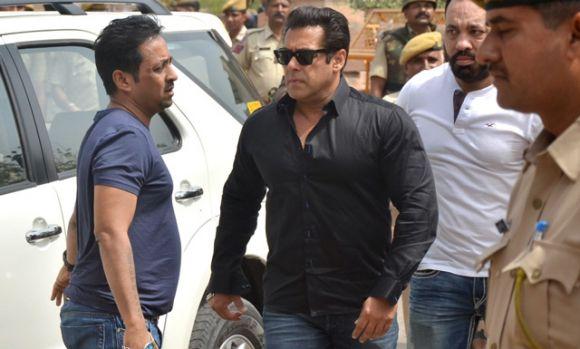 Iulia Vântur este dărâmată! Salman Khan a primit o nouă condamnare! Ce pedeapsă riscă