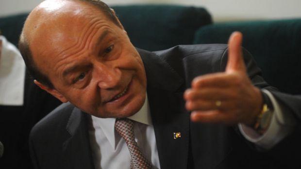 Băsescu intervine decisiv în războiul dintre șefii DNA! Tăriceanu îl susține pe fostul președinte