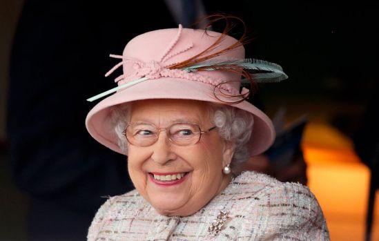 Marea Britanie. Regina Elisabeta a II-a recrutează director de social media! Ce salariu oferă