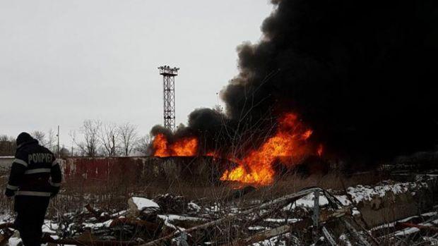 Ploiești: Incendiu puternic la fosta rafinărie Astra