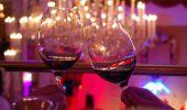 Obiceiul de a ciocni paharele de vin datează tocmai din Roma Antică? Dar de ce a fost inventat?