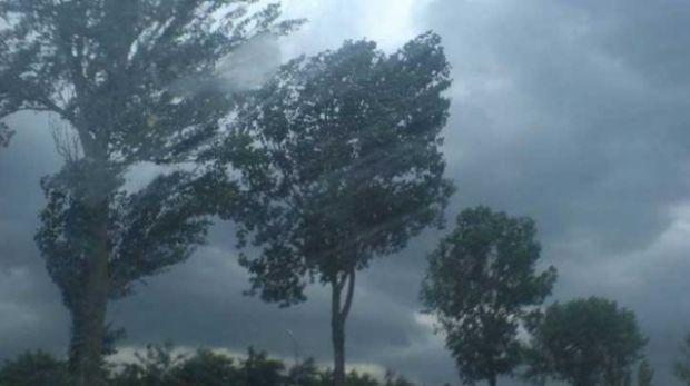 Alertă de furtuni, ploi torenţiale şi grindină în 16 judeţe. Vreme severă până miercuri seară