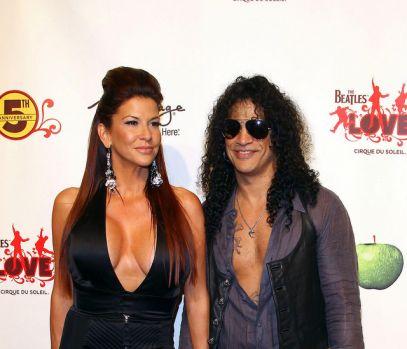 Slash divorțează! Suma uriașă pe care acesta i-o oferă soției sale