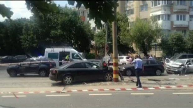 București: Un șofer care a făcut praf cinci mașini este căutat de polițisti
