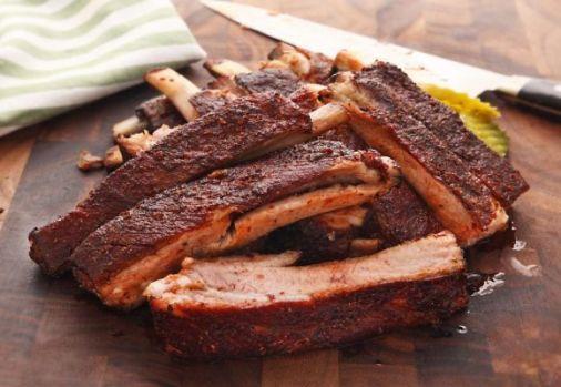Cum se prepară coastele de porc cu sos barbecue la cuptor. Secretele unui deliciu culinar