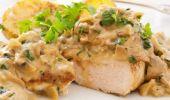 Cum se prepară escalopul de porc cu ciuperci și sos alb. O rețetă simplă și delicioasă