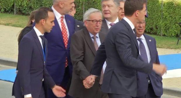Beat sau bolnav? Jean-Claude Juncker nu se putea ține pe picioare la Summit-ul NATO! Video