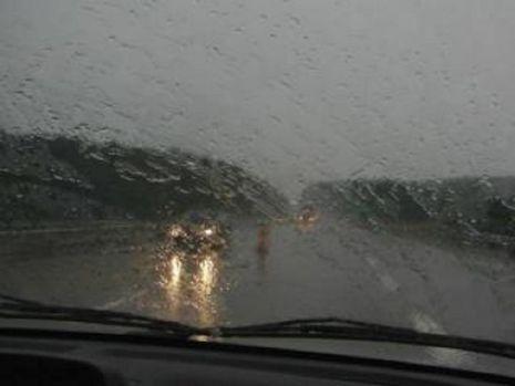 Trafic blocat pe Valea Prahovei: Ploaia torenţială a oprit circulaţia pe ambele sensuri