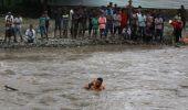 India: Cel puţin 73 de persoane au murit în urma inundaţiilor