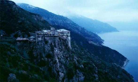 Un fost internațional român a luat o decizie surprinzătoare după divorțul devastator! S-a retras pe Muntele Athos