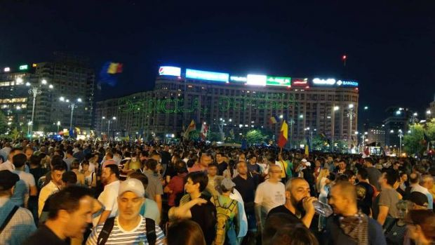 Peste 50.000 de oameni au protestat din nou în Piața Victoriei