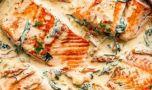 Cum se prepară somonul în sos de unt și usturoi. O rețetă mai mult decât a…