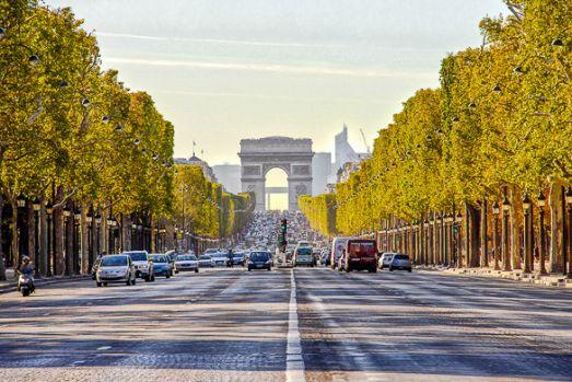 Franța. O parte din Champs Elysees, închisă după o amenințare cu bombă