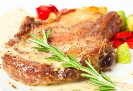 Cum se prepară cotletul de porc cu ardei gras. O rețetă pe cât de simplă pe atât de delicioasă